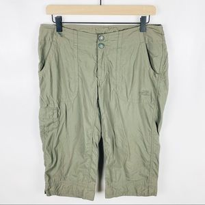The North Face Size 8 Green Cropped Utility Pants